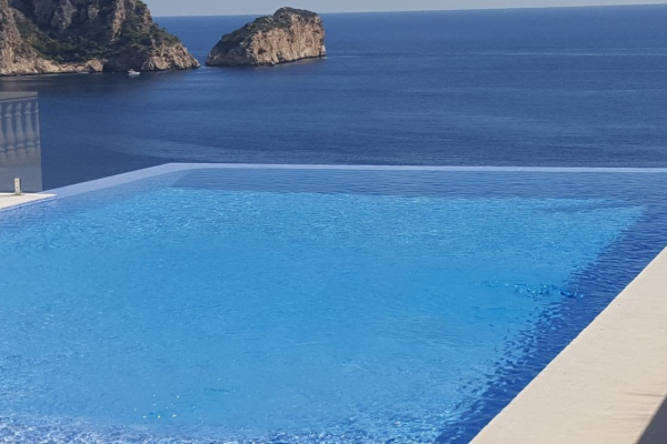Convert your swimming pool in Spain into a health spa, with salt water chlorination