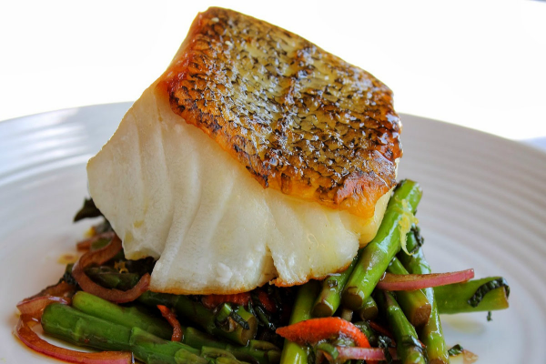 SEA BASS WITH ROASTED ASPARAGUS AND LEMON CAPER SAUCE post image on the-journal.es