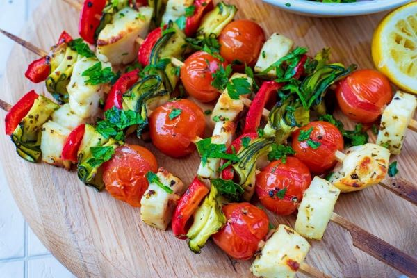 Halloumi & pepper kebabs with lemony cabbage salad image 1