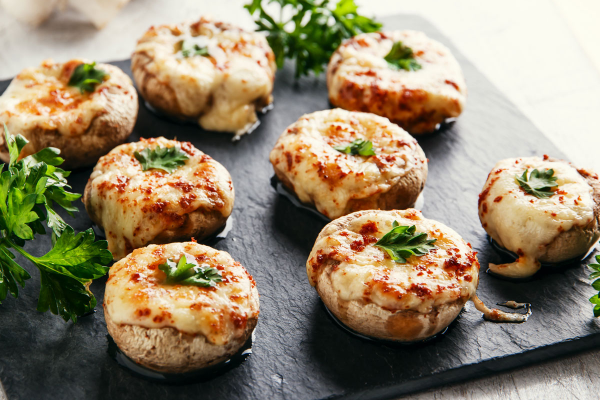 Jumbo Mushrooms with Camembert Cheese and Pine Nuts post image on the-journal.es